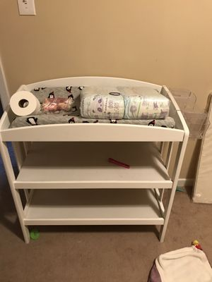 Changing Table with Diaper Caddy for Sale in Knoxville, TN