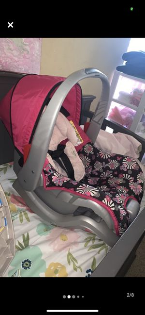 Evenflo car seat plus everything in pictures for Sale in Bixby, OK