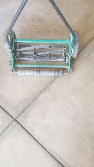 Para acortar zacate para la yarda for Sale in Modesto, CA