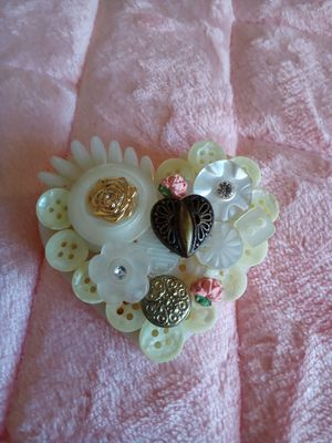 Vintage buttons ❤ brooch pin for Sale in Riverside, CA