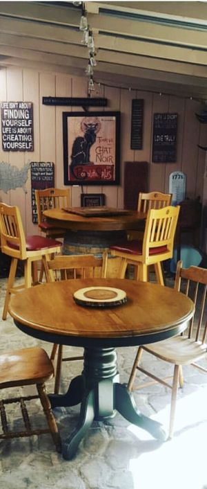 Round Table kitchen/patio with extension for Sale in Marysville, WA
