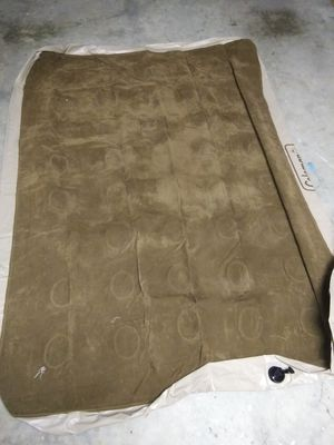 Air mattress with electric pump and new batteries included for Sale in Fort Lauderdale, FL