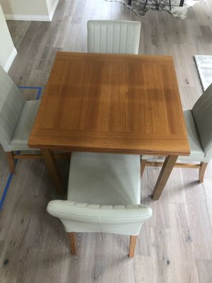 Table and 4 chairs for Sale in San Diego, CA