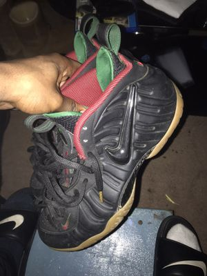 """""""Gucci"""" nike air foams SIZE 9 for Sale in Homestead, PA"""