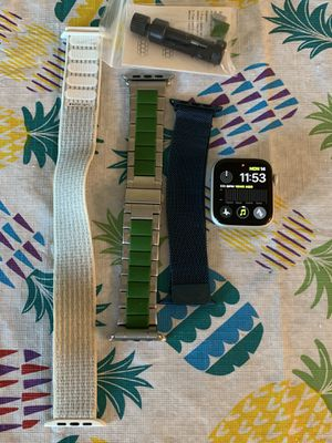 Apple Watch Series 4 for Sale in Happy Valley, OR