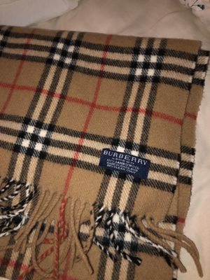 Burberry scarf for Sale in Queens, NY