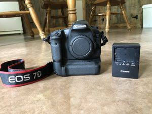Canon EOS 7D camera with Battery Grip for Sale in Woodinville, WA