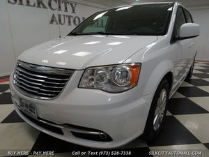 2013 Chrysler Town & Country Touring DVD Camera Leather for Sale in Paterson, NJ