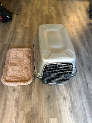 Medium sized dog crate with mat for Sale in Mountain View, CA