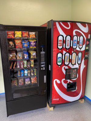 Free vending machine for business read details for Sale in Roselle, NJ