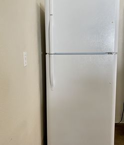 Kenmore Refrigerator for Sale in Wilsonville,  OR