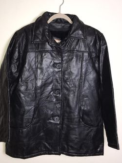 Vintage Men's TUDOR COURT By HABAND ~ Black Leather Jacket ~ Zip-Out Lining ~ L Gently used Minor signs of wear for Sale in French Creek,  WV