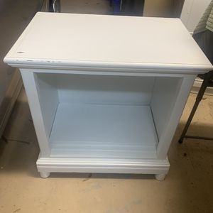 Nightstand for Sale in Palm Harbor, FL