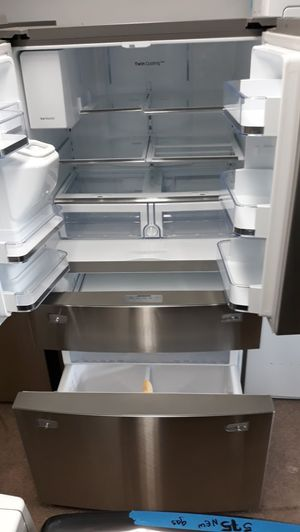 Samsung stainless steel French doors refrigerator brand new scratch and dent for Sale in Laurel, MD