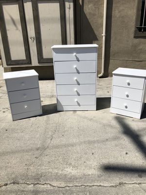 Dresser , 2 night stand set for Sale in Long Beach, CA