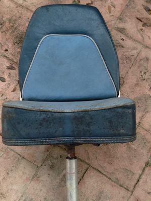 Bass Boat seat with pedestal for Sale in Miami, FL
