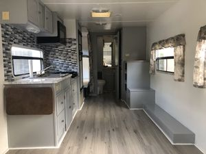 2006 Max X- Lite by Trailer Lite 29bh camper for Sale in Miami, FL