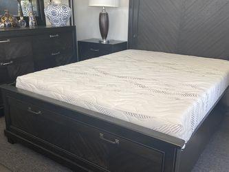 Queen 4 Pc Bedroom Set for Sale in Los Alamitos,  CA
