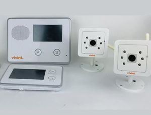 Full Vivint Security System 2 control panels and 2 Indoor Cameras for Sale in Stockton, CA