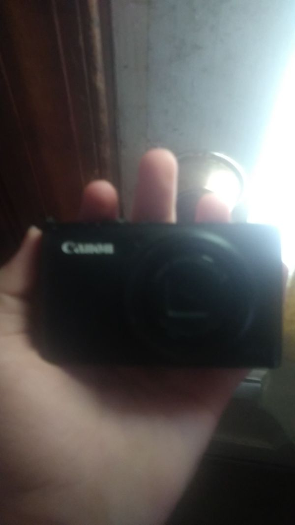 Canon power shot S95 lightly used with 8gb memory card 3 batteries and a charger