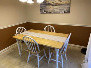 Kitchen/Dining table and chairs for Sale in Hagerstown, MD