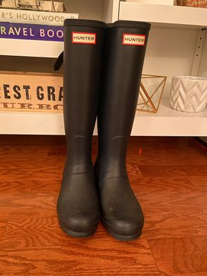 Hunter rain boots tall size 7M in Black for Sale in Washington, DC