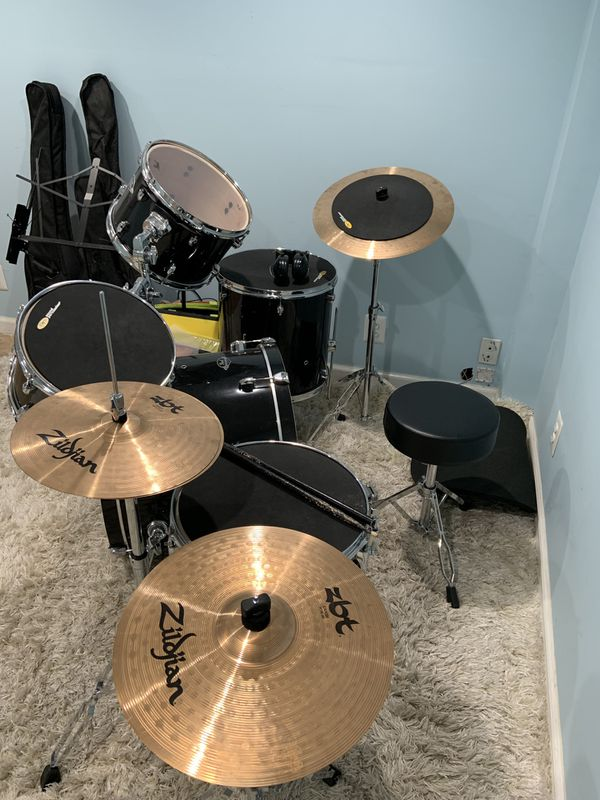 Pearl export series drum set with Zildjian symbols, seat and drum sticks. Excellent condition, only used for 6 months.