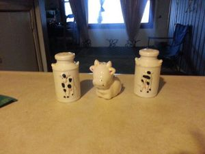 Cow salt n pepper shakers set for Sale in Coffeyville, KS