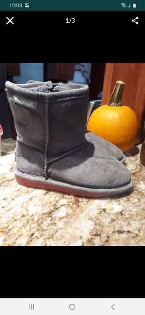 Lil girls size 10 bear paw boots for Sale in Houston, TX