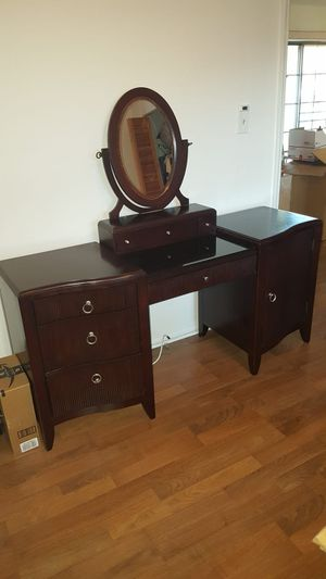 Vanity with round bench for Sale in Haines City, FL