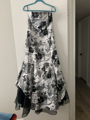Black & White Prom Dress size 7 for Sale in Phoenix, AZ