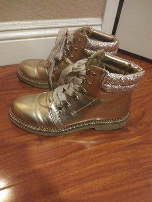 Size 8.5 dirty laundry mettalic boot for Sale in Las Vegas, NV