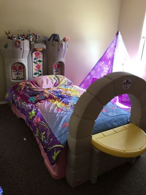 Princess Castle twin bed, No mattress for Sale in Kissimmee, FL