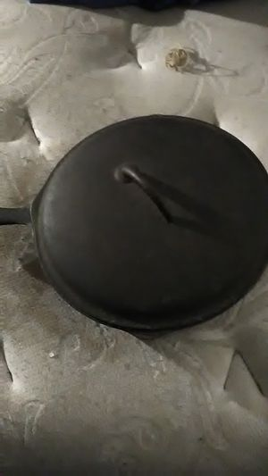 ANTIQUE IRON FRYING PAN for Sale in Fairless Hills, PA