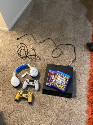 PS4, 3 Games, 3 controllers 1 headset for Sale in Tampa, FL