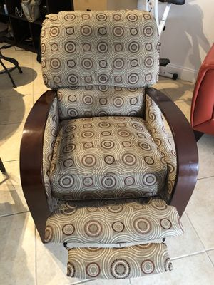 Recliner excels condition for Sale in HALNDLE BCH, FL