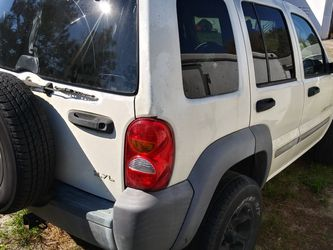 Jeep For Parts Liberty Auto 3.7 2wd for Sale in Sorrento,  FL