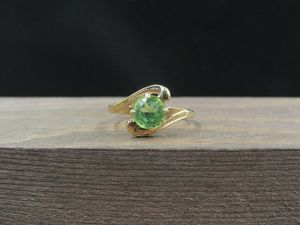 Size 6 10K Gold 1986 Green Glass Stone Band Ring Vintage Estate Wedding Engagement Anniversary Gift Idea Beautiful Elegant Unique Cute for Sale in Bothell, WA