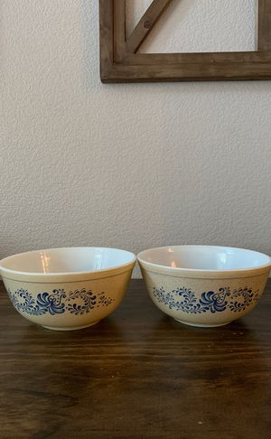 Pyrex Homestead 2.5 QT Bowls for Sale in Highland, CA