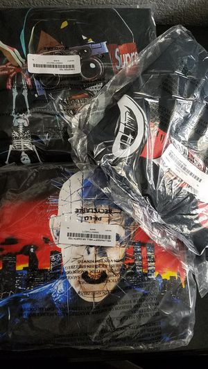 SUPREME TEES NEW DEADSTOCK XL for Sale in Peoria, AZ