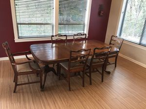 Antique adjustable dining table and chairs for Sale in Oregon City, OR