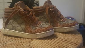 Lil kids Gucci sneakers w/shakeskin size 26 for Sale in Atlanta, GA
