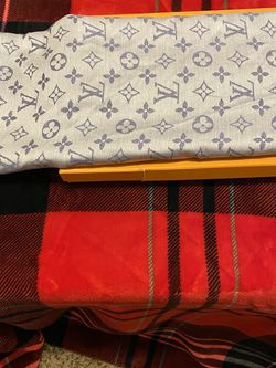 LV scarf for Sale in Henderson,  NV