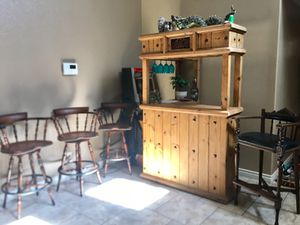 Bar with 4 bar stools for Sale in Las Vegas, NV