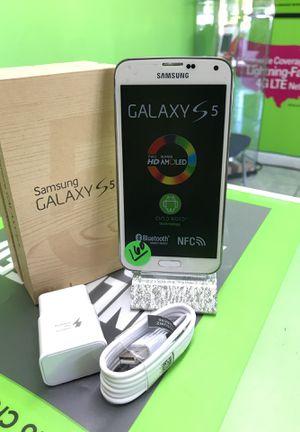 Samsung galaxy S5 Unlocked white 16GB for Sale in Hialeah, FL