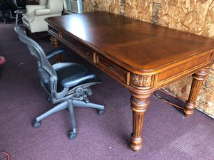 Perfect desk and chair for professional offices in good condition, for Sale in Sterling, VA