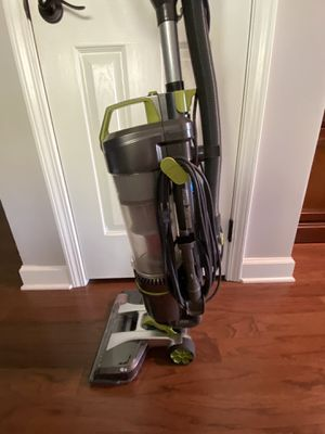 Hoover upright vacuum for Sale in Allentown, NJ