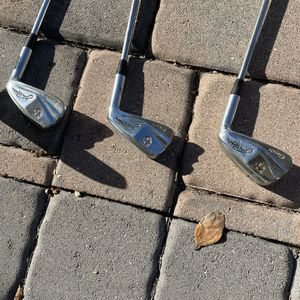 Ladies golf clubs fairly new for Sale in Kissimmee, FL