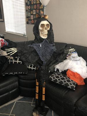 New Hanging Skeleton Halloween Decoration! for Sale in Pittsburg, CA