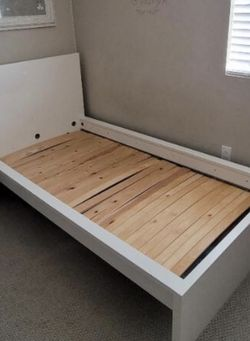 Excellent Condition Bed Frame for S-A-L-E for Sale in Anaheim,  CA